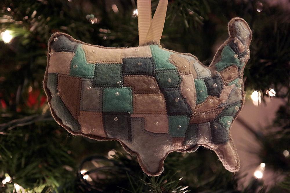 samsung_nx300_sample_photo_indoors_christmas_tree_lights_ornament
