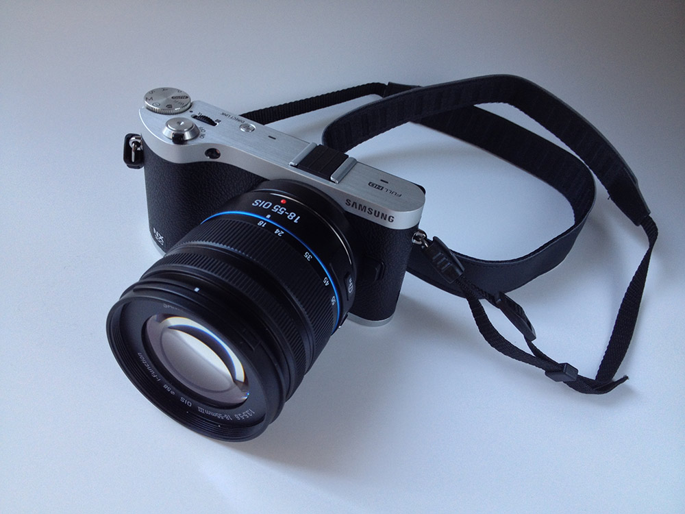 samsung_nx_300_front